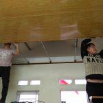 Thi công chống thấm tường nhà và thi công trần tôn vân gỗ