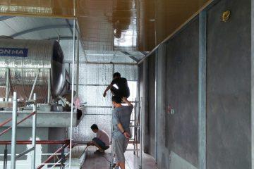 Thi công lắp dựng trần tôn vân gỗ tại Cầu Giấy